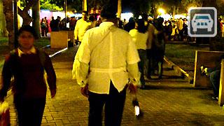 El vendedor de Revolución Caliente del parque Kennedy de Miraflores